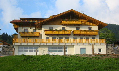 Abbruch und Wiederaufbau in Hafling